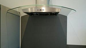Rénovation d'une cuisine au millimètre - Passage de la hotte contre la cloison