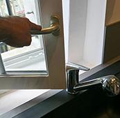 Rénovation de cuisine - Robinet et ouverture fenêtre au millimètre